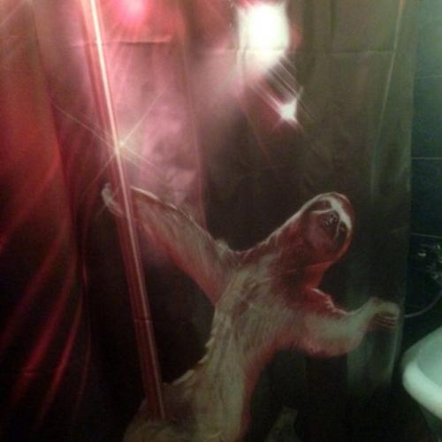 Штора для ванной тканевая с Ленивец на шесте