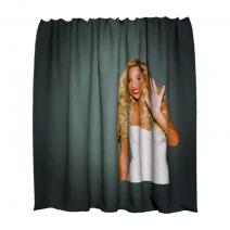 Тканевая шторка для ванной с изображением Бейонсе